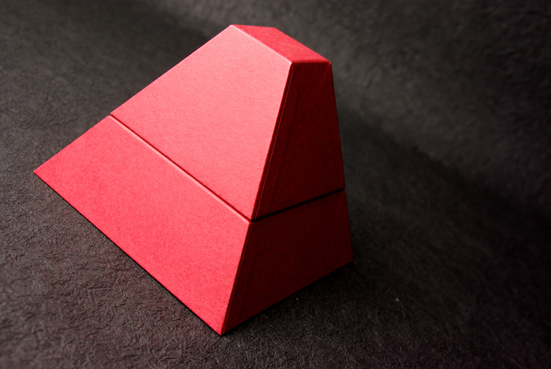 <ピラミッド> デザイン/制作:村上義彦/村上紙器工業所 撮影:村上誠