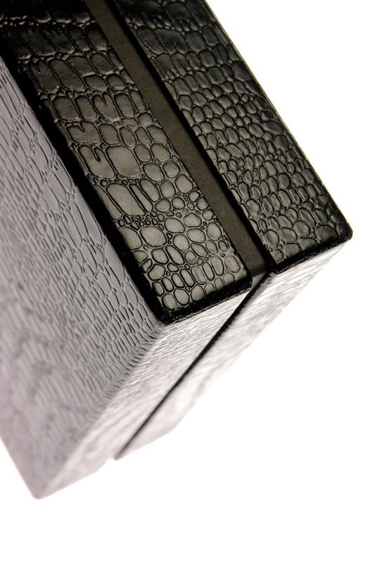 <「漆紙」貼箱> デザイン/制作/撮影:村上誠/村上紙器工業所