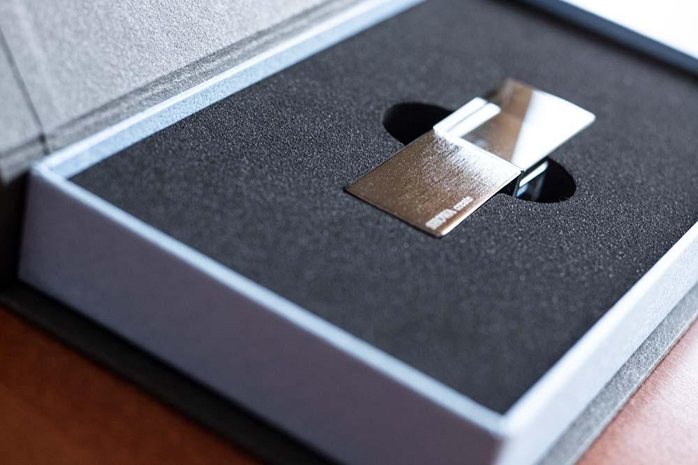 USBメモリケース、パッケージ、貼り箱、化粧箱、紙箱、大切な思い出を残す、ブランディング、ブライダルムービー、ウェディングムービー、映像制作、データ保存