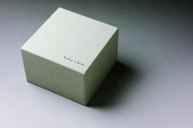 世界にひとつだけの贈り物。ベビーシューズのパッケージ、貼り箱、化粧箱、紙箱