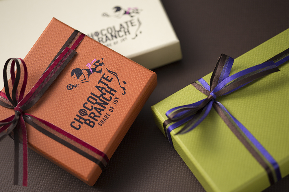 「感謝の気持ち」から生また素敵なチョコレートの貼箱、CMFデザインパッケージ
