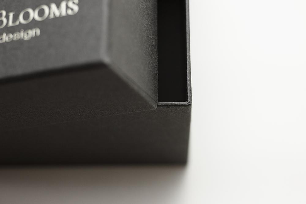 プリザーブドフラワーボックスの貼箱、CMFデザインパッケージ