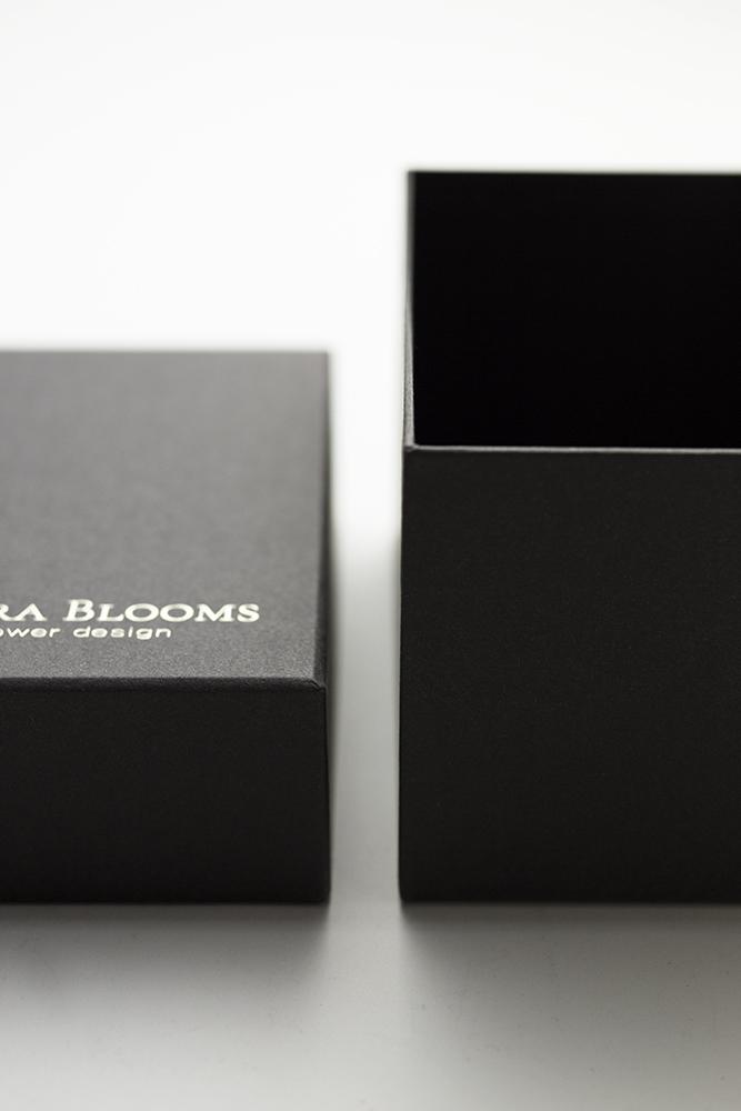 プリザーブドフラワーボックスの貼り箱、CMFデザインパッケージ、UXデザイン