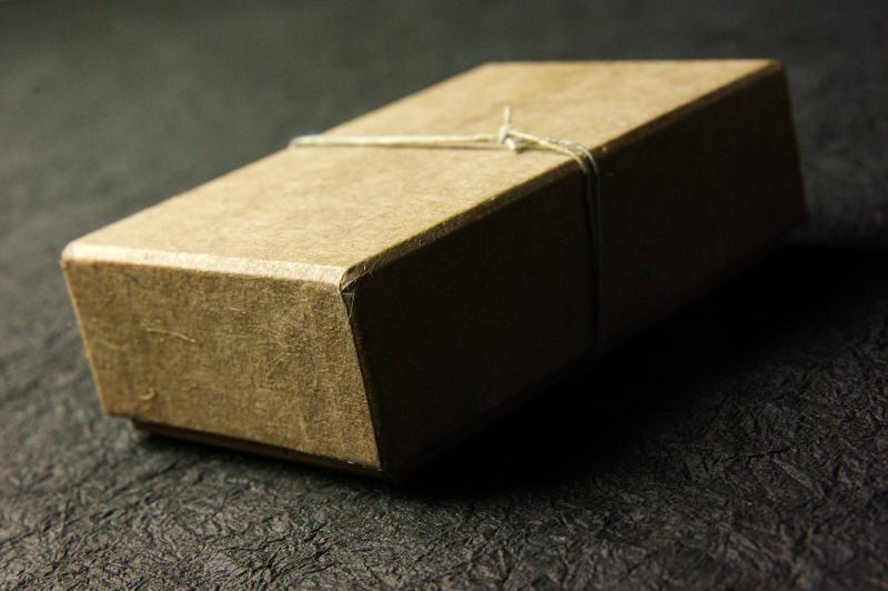 創る和紙職人ハタノワタル氏とのコラボ貼り箱、CMFデザイン
