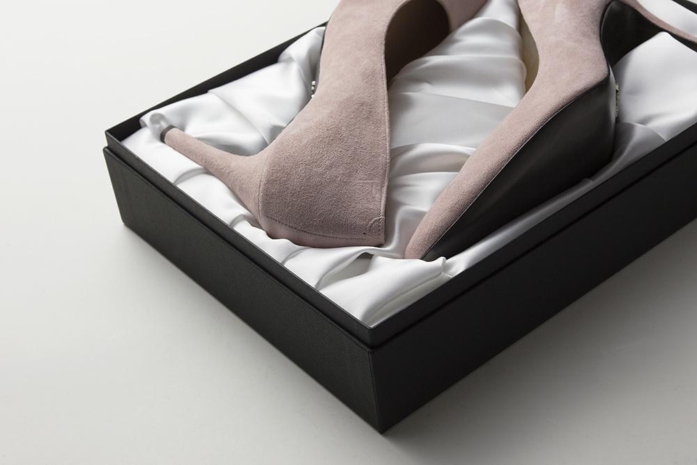 美しいシルエットのハイヒール・ブランドの価値を伝えるパッケージ、貼箱、CMFデザインパッケージ