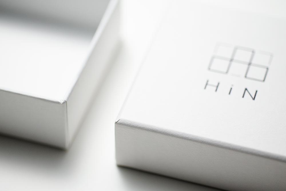 新しいスタイルを提案するジュエリーブランドのパッケージ、貼り箱、紙箱