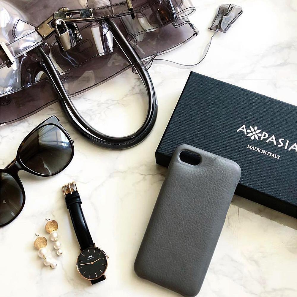 iPhone革ケースのパッケージ(貼り箱)、化粧箱、ギフトボックス、CMFデザインパッケージ、UXデザイン