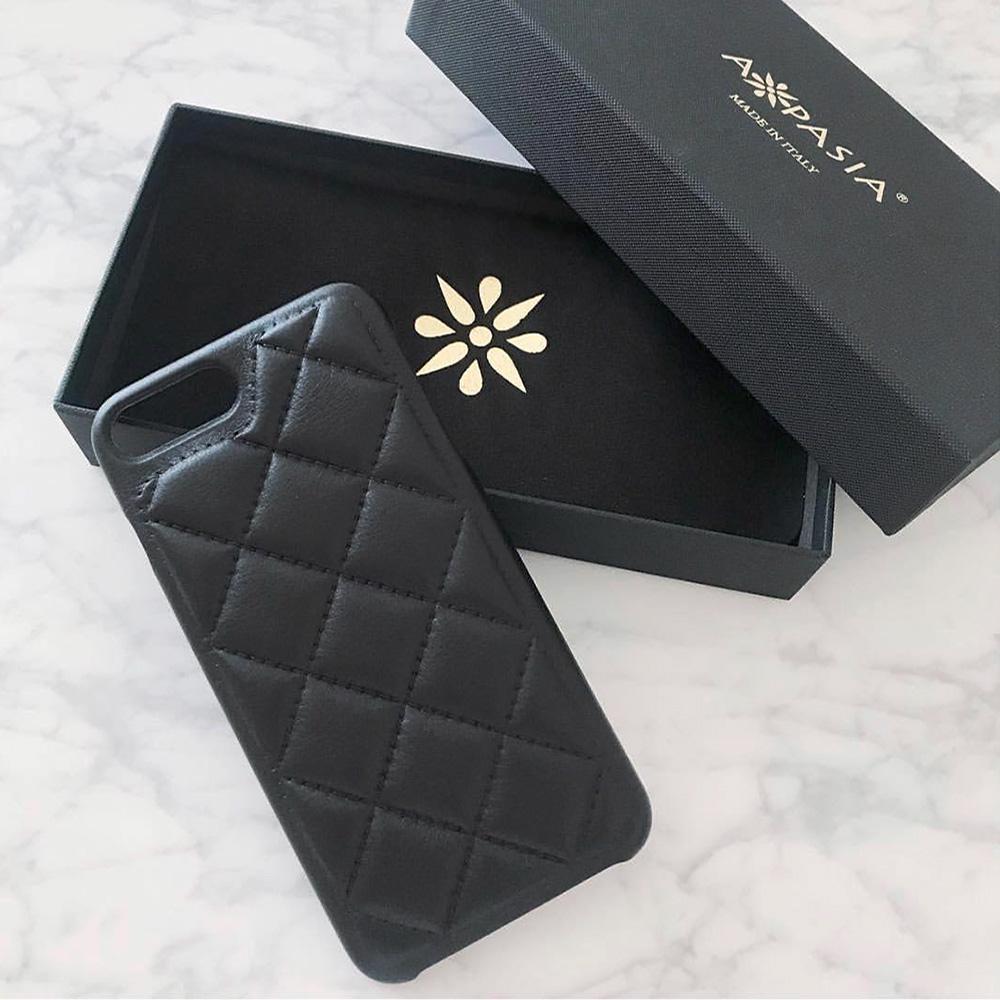 最高級の素材と職人の技にこだわった魂のiPhone革ケースのパッケージ(貼り箱)、人間中心設計(HCD)、CMFデザインパッケージ、UXデザイン、ブランドストーリー