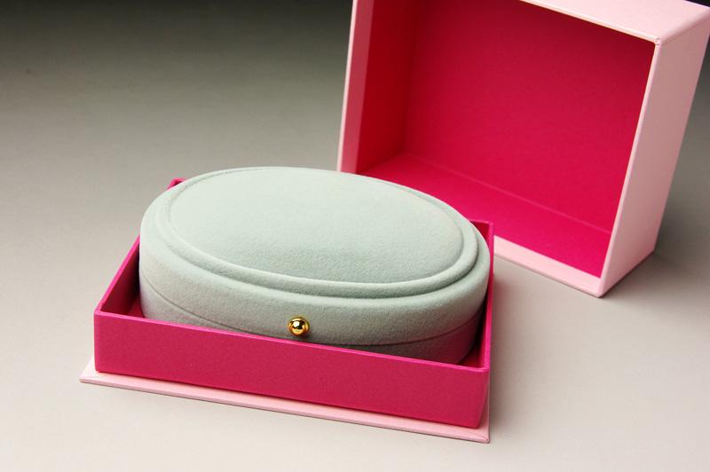 女性の心に響くハンドメイドアクセサリー・ボックス、貼り箱