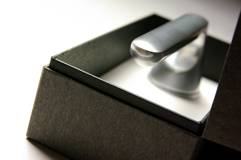ジャパン・ブランドを伝えるドアノブの化粧箱、パッケージ、紙箱
