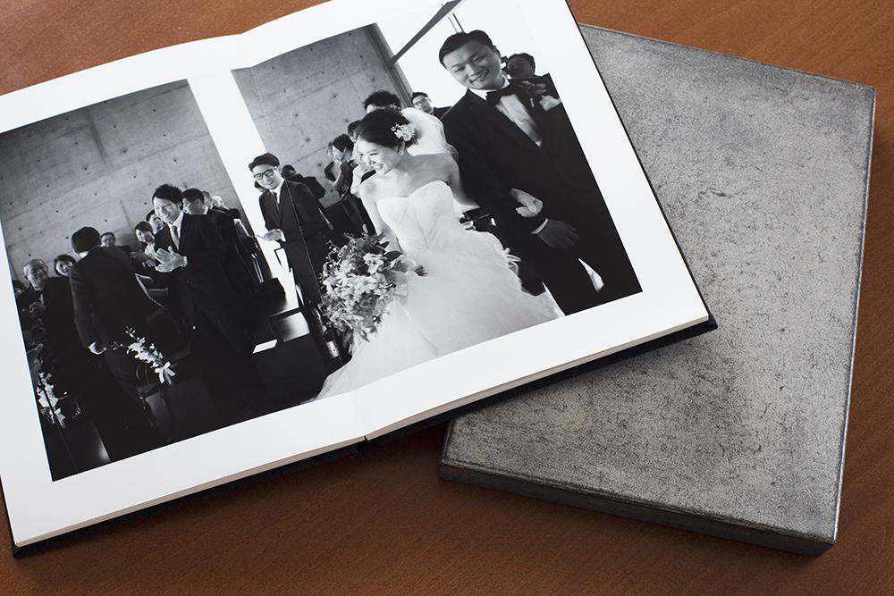 """""""モノクロだけで構成された一冊のアート集"""" の貼箱、CMFデザイン、アルバムボックス、ウエディングアルバム、ウエディングフォト、パッケージ、化粧箱"""
