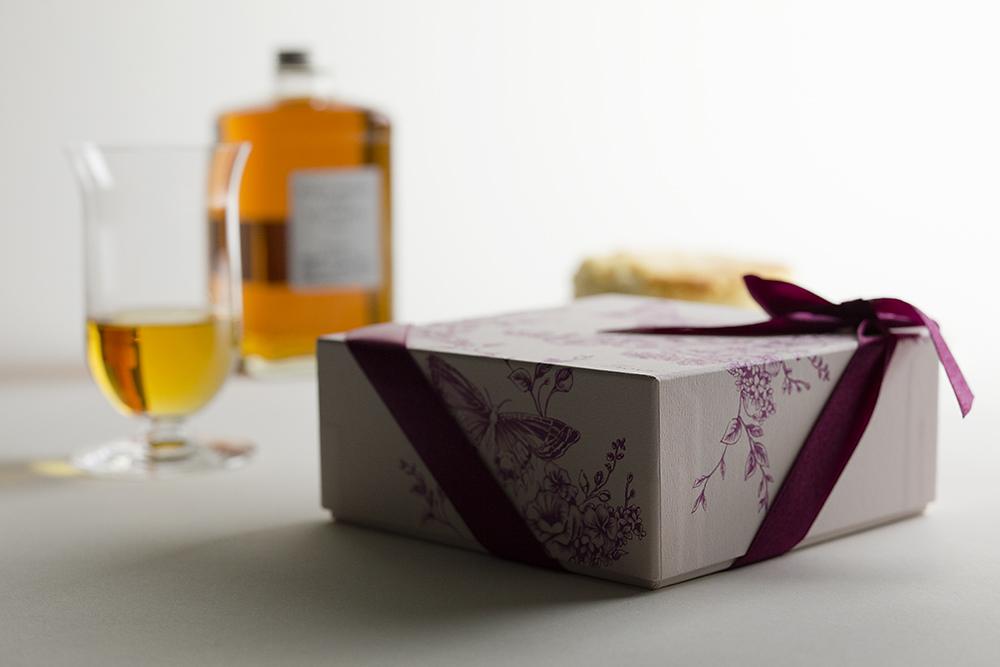 酒粕をつかったオリジナル・チーズケーキのパッケージ・貼り箱