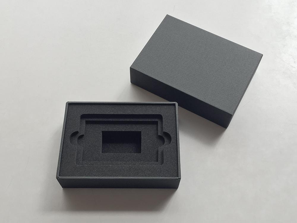 iPhone貼り箱のような高級感のある仕上げの化粧箱、CMFデザインパッケージ