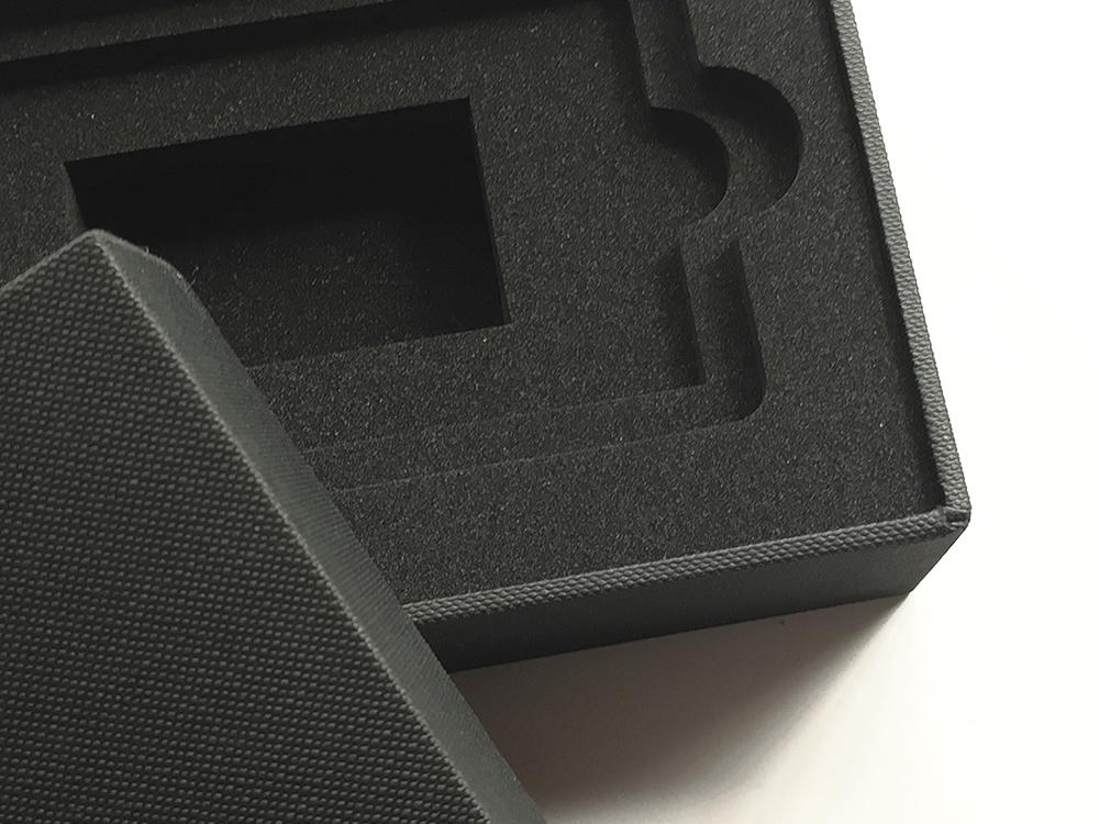 iPhone箱のような高級感のある仕上げの化粧箱、パッケージ、CMFデザイン